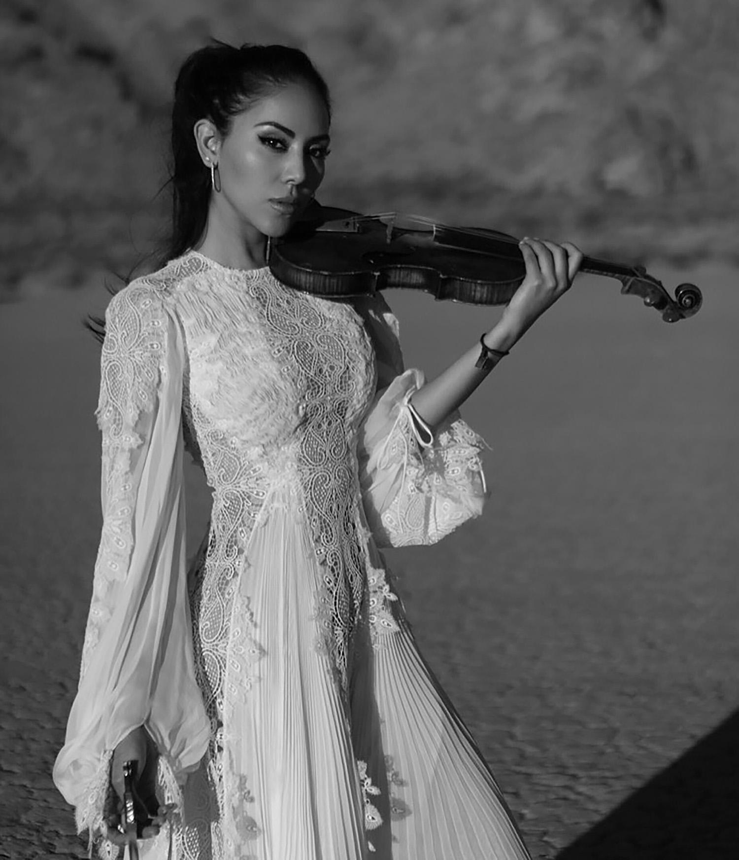 esther-anaya-white-dress-desert-52blend-profile-1500pix.jpg
