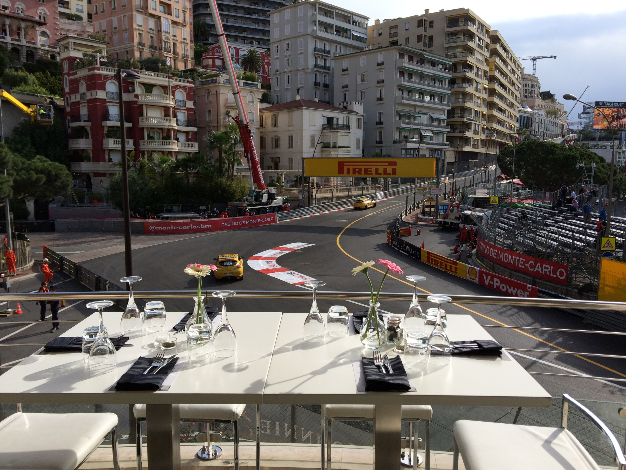 Fabulous hospitality with a stunning view over the first corner of the Monaco Grand Prix Circuit. Grand Prix Deluxe offers all F1 fans the opportunity tspitality on the 2nd floo
