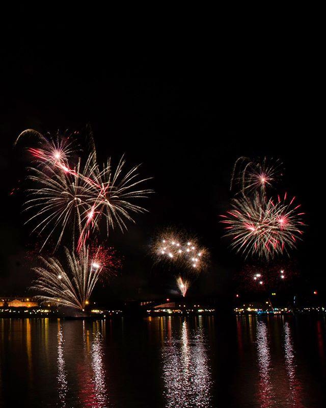 #johannesfestmainz geht mit einem #feuerwerk zu Ende. Danke, an alle die dieses Fest möglich gemacht haben.  #mainz #mainzstrand #feuerundflamme #fest #sommer #sommerfest #sommerliebe #nachtleben #instaphoto #nofilter