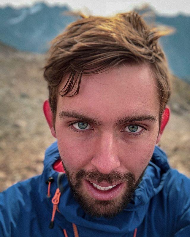Das erste mal dieses Jahr mal wieder einen richtigen Berglauf gemacht. 🥶🏞 . . #bergpic #bergmomente #hikingworldwide #hikingculture #choosemountains #mountainadventures #mountainlife #hikingtrail #hikingday #mountaineering #mountaineer #mountainclimbing #hikingtrip #wandern #berge #martinisportswear #bergsteigen #alpen #dolomiten #tirol #alpsmountains #alps #bergwelten #lasportiva #feelthealps #visittirol #steigauf #repost #freefly #movipro