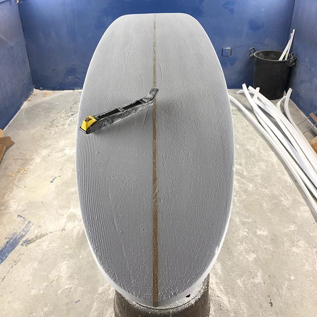 Fantastic 2 days shaping! Decisions made; rounded tail, nose concave (Takayama style)... and amber (aka yellow) belly!  I'll be heading back to @open.surf in #stagnescornwall in a few weeks to finish it off... light grey deck, graphic ascent on the concave and logos TBC . . . . #making  #shaping #surfboard #longboard #craft #10000hours