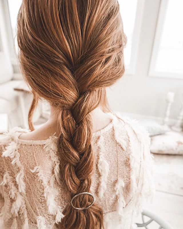 Braids and Babes.. @voirhaircare She's like the wind - invisible dry shampoo and conditioner 💋 light weight dry powder that doesn't make your hair feel too gritty!! #hairdresserapproved . . . . . #hairstyles#hairdresser#hair#stylist#editorialstylist#hairclips#weddingwire#bridal#freelance#blogger#hairup#braids#redhair#hairfresh#springlooks#voirhaircare#canadianhairdresser @qcove