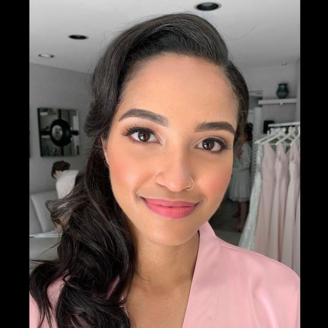 Swipe right ➡️ Completely obsessed with this look we did on @stellakorowski She completely trusted @simiibedi and I with her look.. #charlottetilbury#vibes . . . #trusttheteam#glamsquad#bridalparty#bridesmaidgoals#bridetribe#winnipegweddinghair#muawinnipeg#wpghairstyles#beauty#glam#weddinghair#bridal#julybabies#workingmama 🙋🏻‍♀️