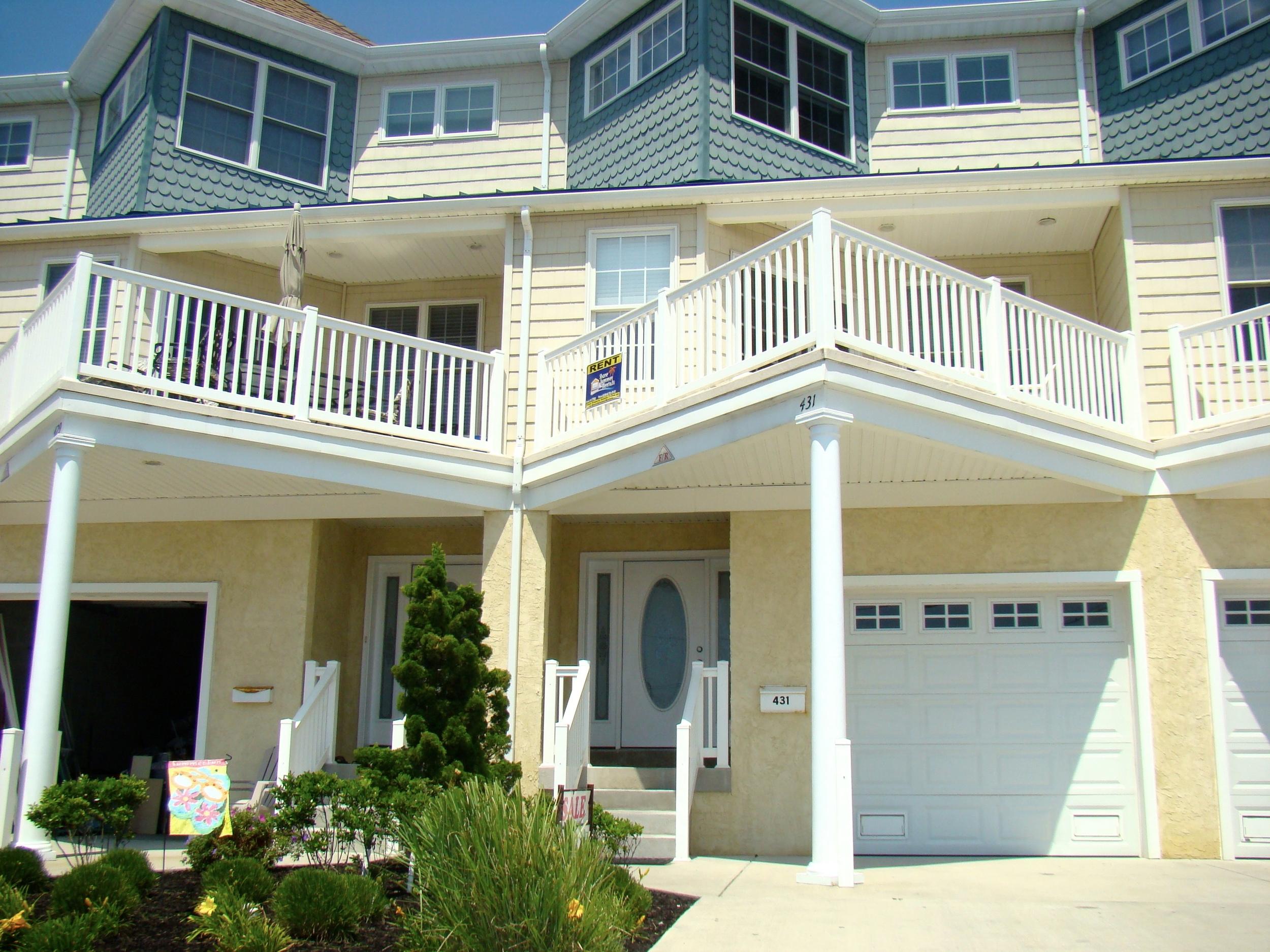 431 East 20th Avenue  // 6 Bedroom // 3.5 Bath  Beach Block Townhouse // Sleep 17