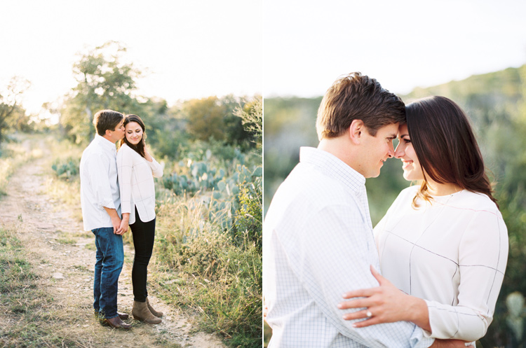 TEXAS RANCH ENGAGEMENT SESSION PHOTO