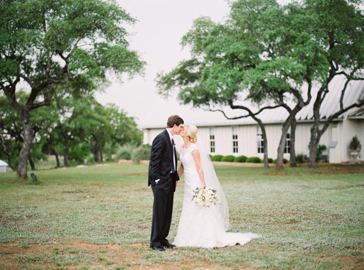 AUSTIN NATURAL LIGHT WEDDING PHOTOGRAPHER-1000.jpg