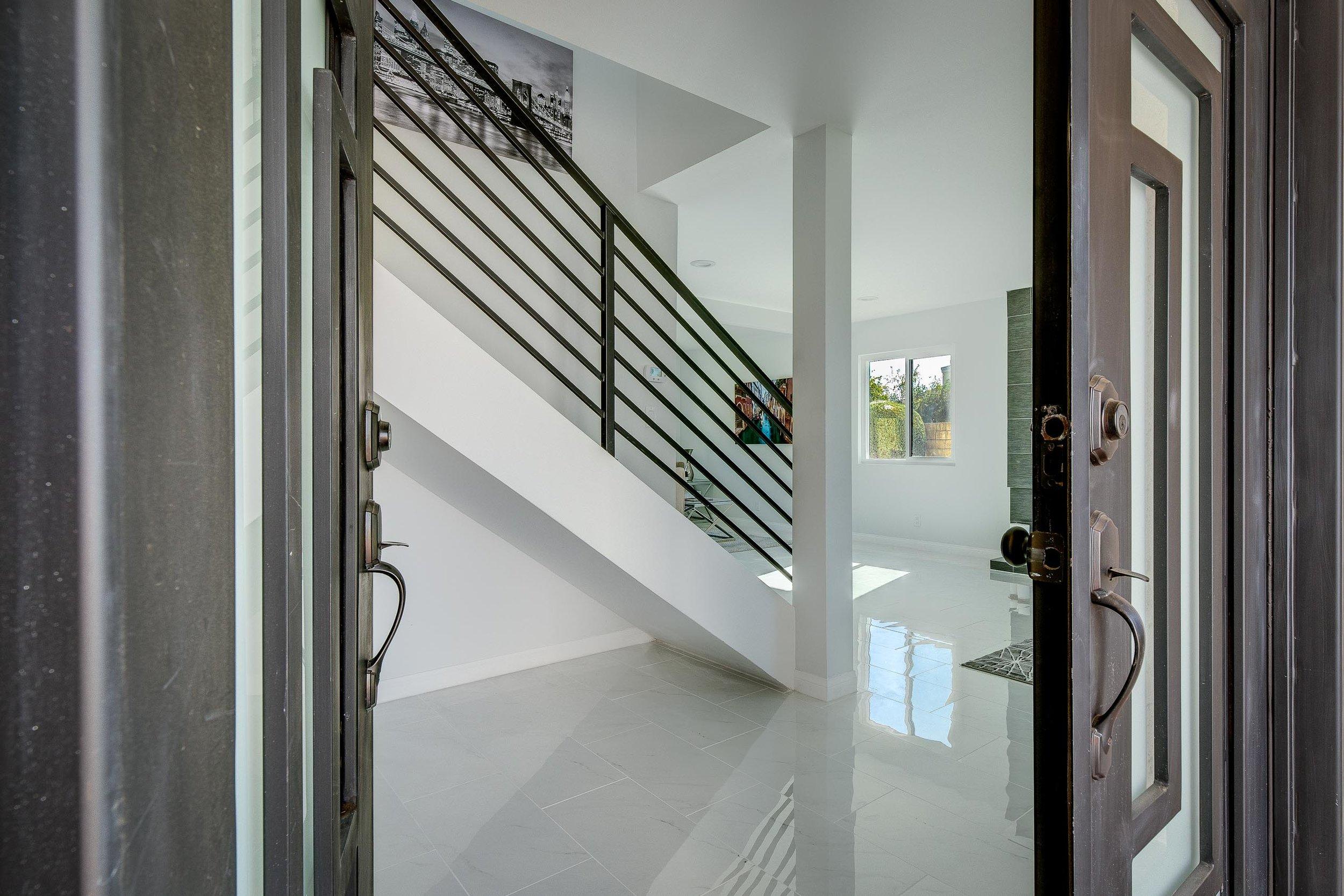 Front Door Entrance - WEB OPTOMIZED.jpg