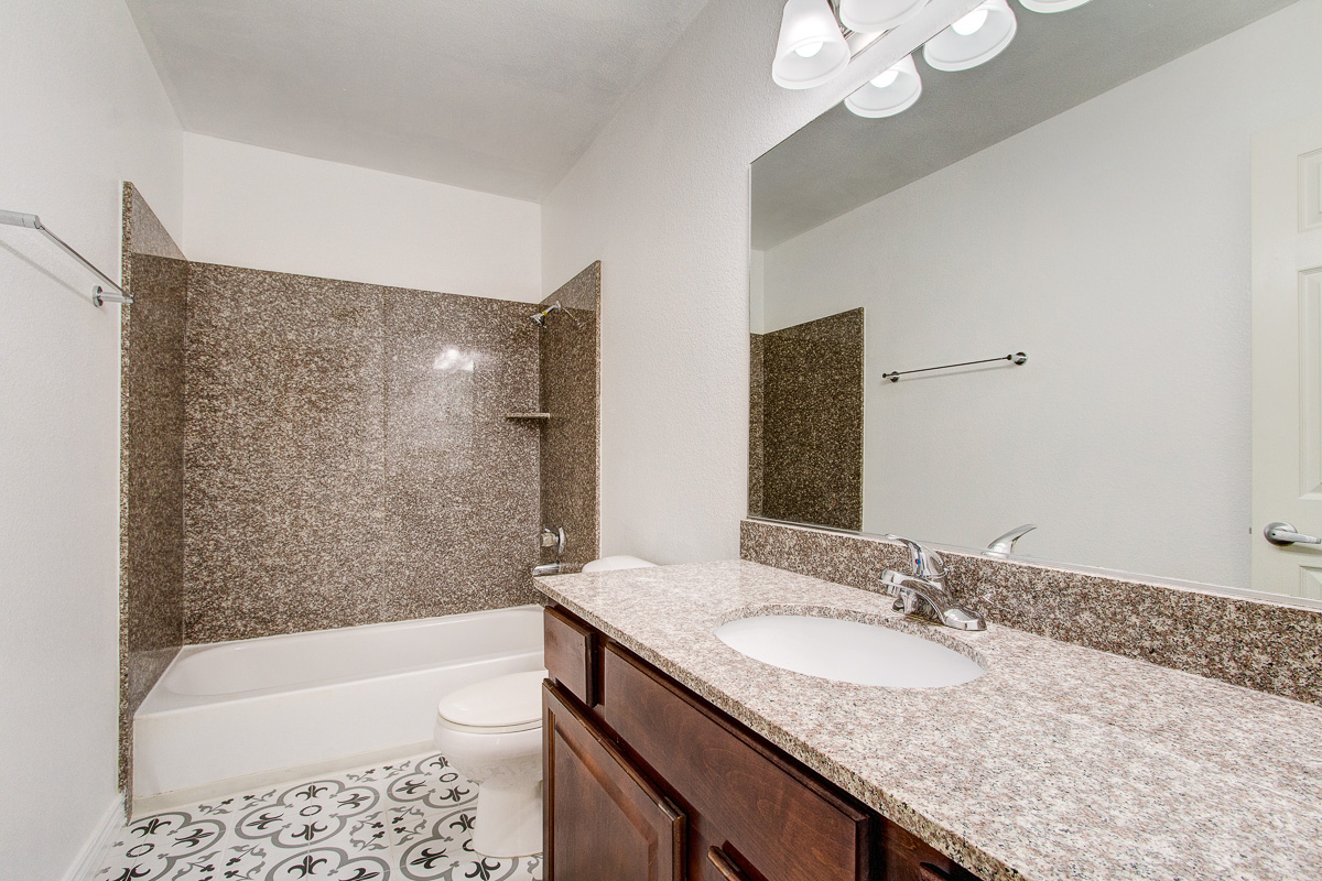 028_4390 sandy river dr #12_MLS.jpg
