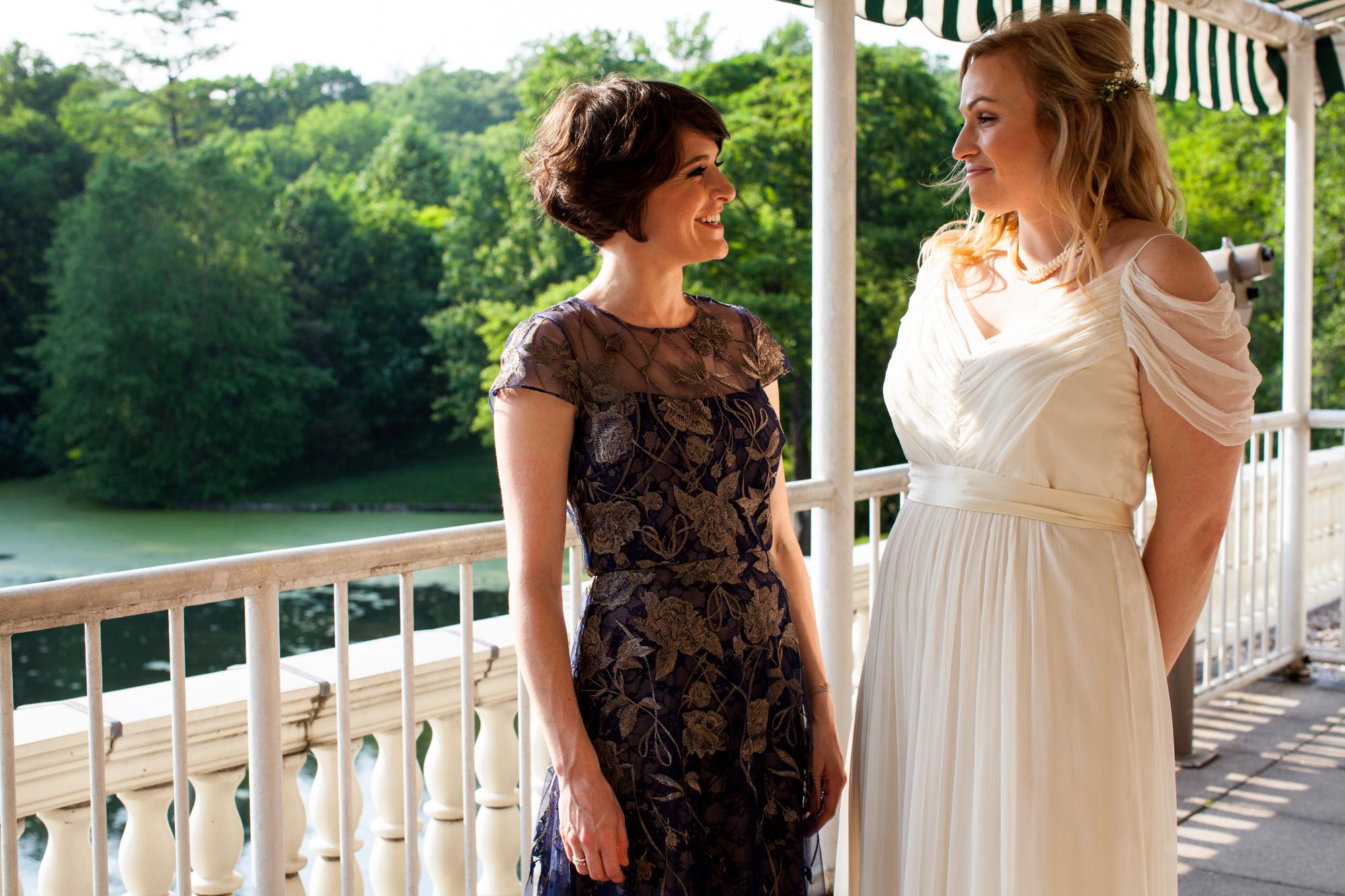 HeatherPhelpsLipton-Modern-Wedding-Photography-ProspectPark-PicnicHouse-summer-22.jpg