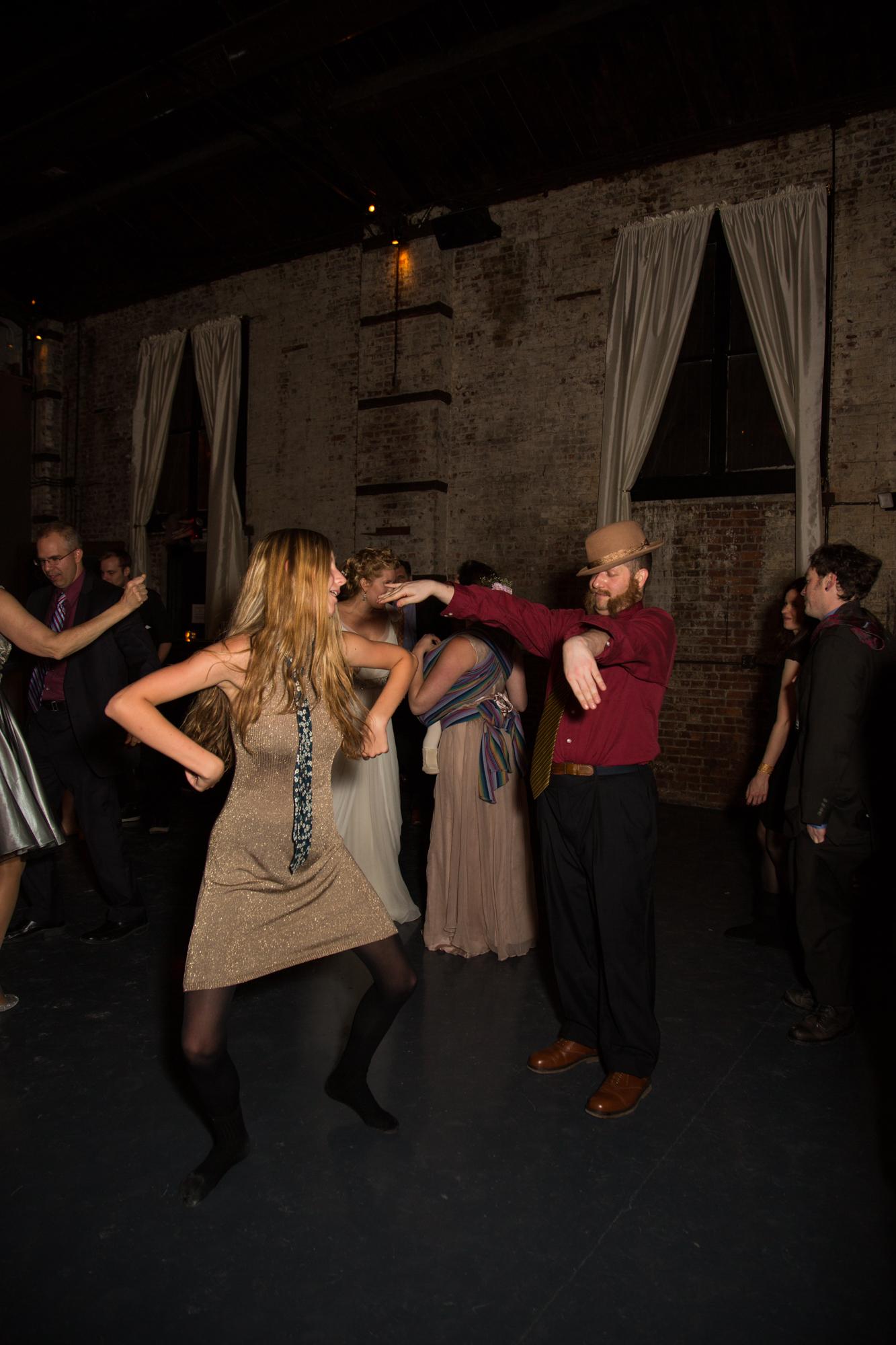 HeatherPhelpsLipton-Modern-WeddingPhotography-GreenBuilding-winter-prospectpark-44.jpg