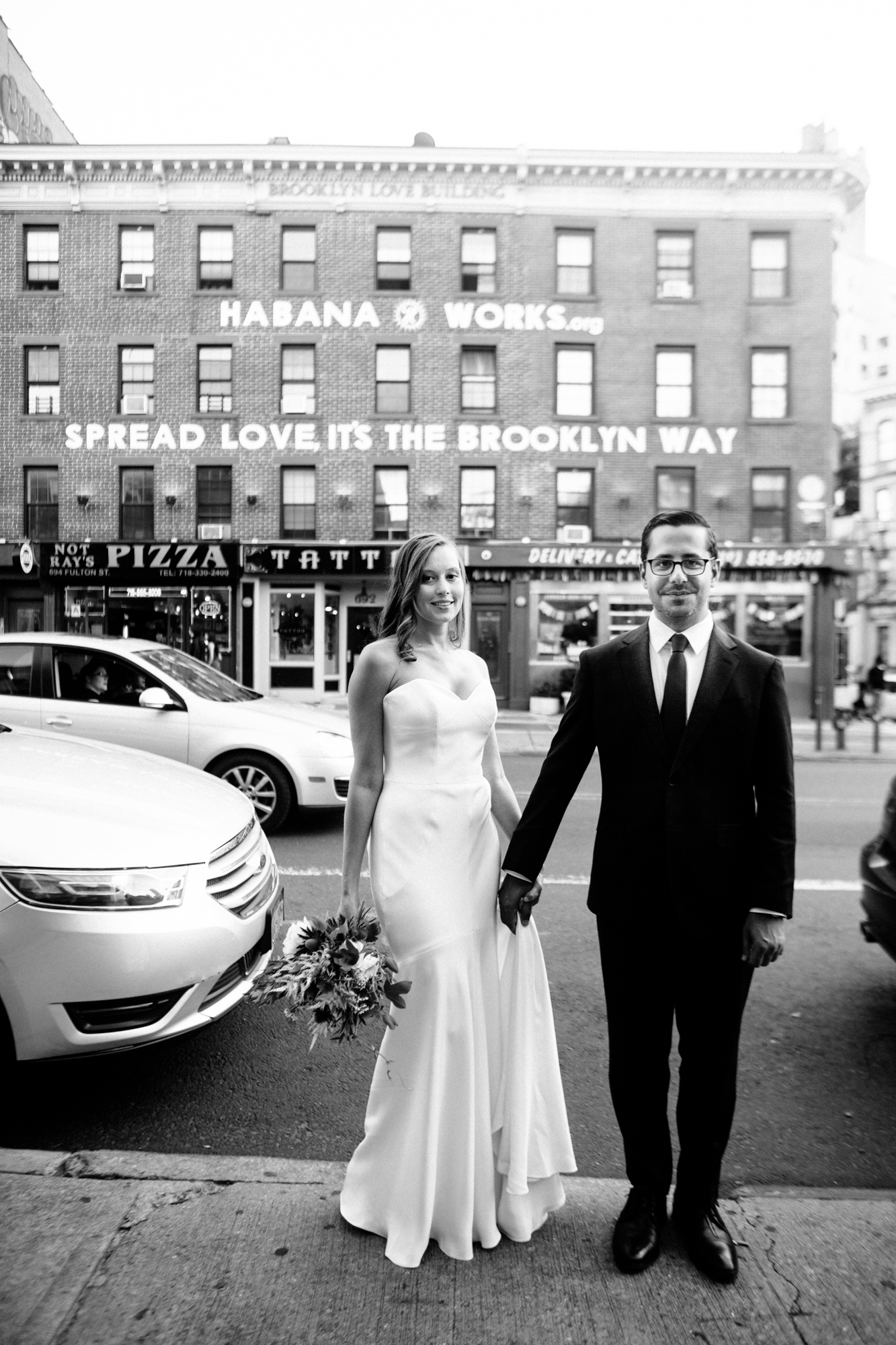 HeatherPhelpsLipton-Modern-Wedding-Photography-ProspectPark-PicnicHouse-summer-26.jpg