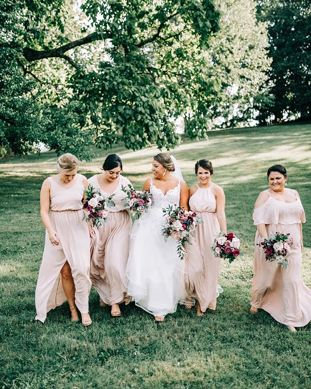 I love weddings that are full of laughter .....and would love to be a part of your special day.  Heather Faulkner Photography is now booking for 2020! . . . . #weddingphotographer #bride #bridesmaids #tennesseephotographer #knoxvillephotographer #knoxvillewedding #blush #florals
