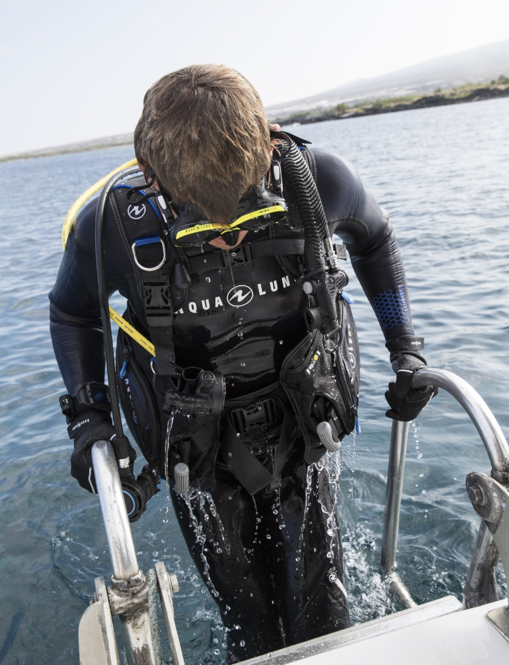 Dive Tools - No dive setup is complete without a good array of dive tools.From handy items needed in an emergency to specific equipment for certain types of diving, see our array of Dive Lights, Dive Knives, Surface markers and much more!