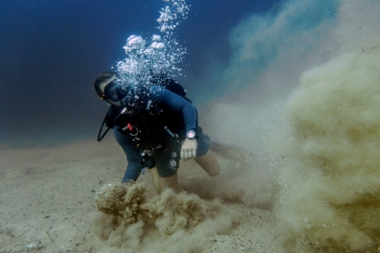 Other divers are often the reason for silt getting kicked up. These divers are known as 'silt-miners'