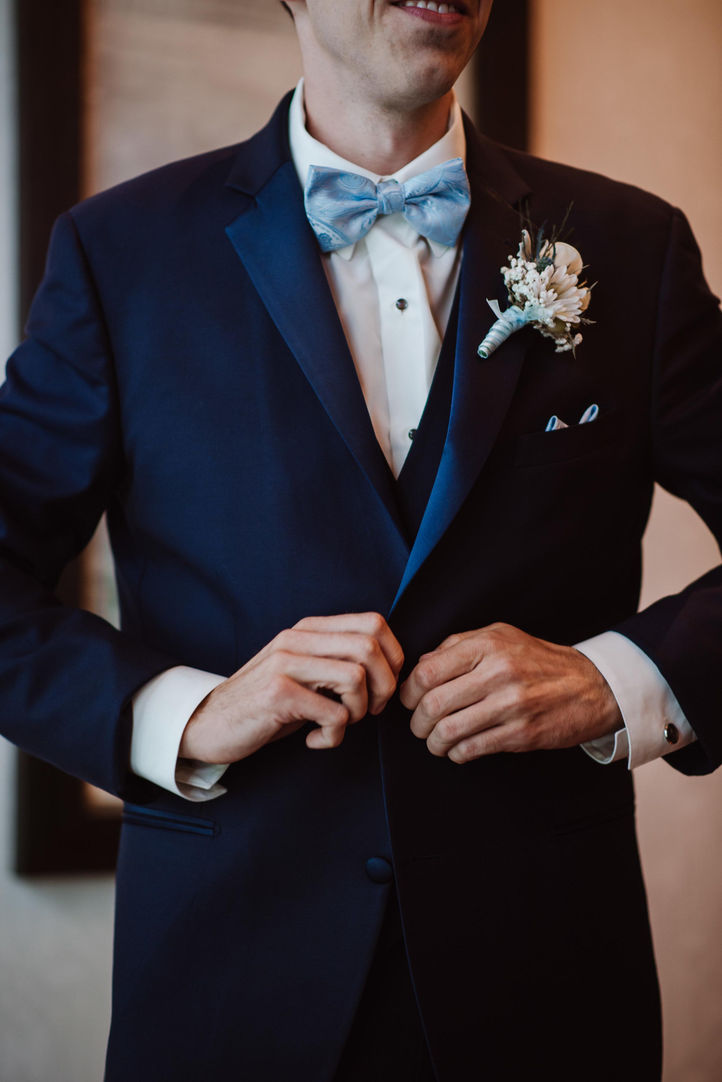 Groom getting ready at High Point, NC wedding venue by Kayli LaFon Photography