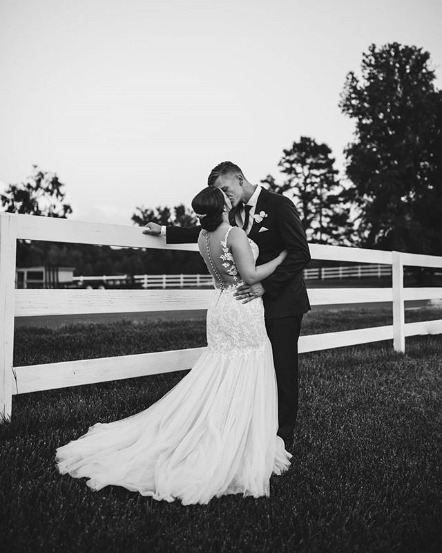So excited to be sharing these photos from a wedding I shot with @csaulphotography!!