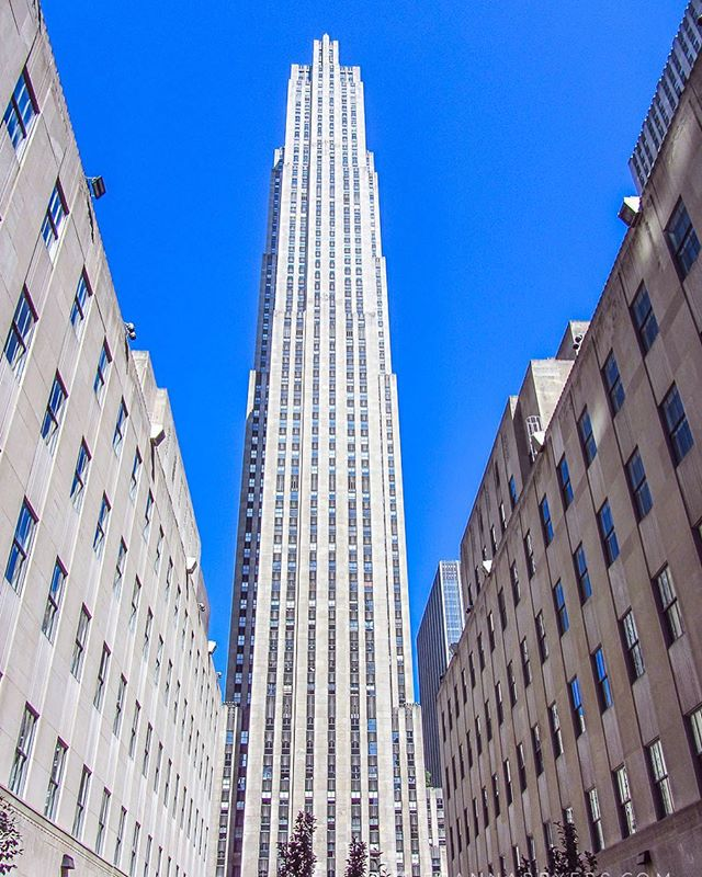 Icons of New York: 30 Rockefeller Plaza Art Deco centerpiece of the Rockefeller Center complex, which was the largest privately funded modern building project undertaken (19 buildings)