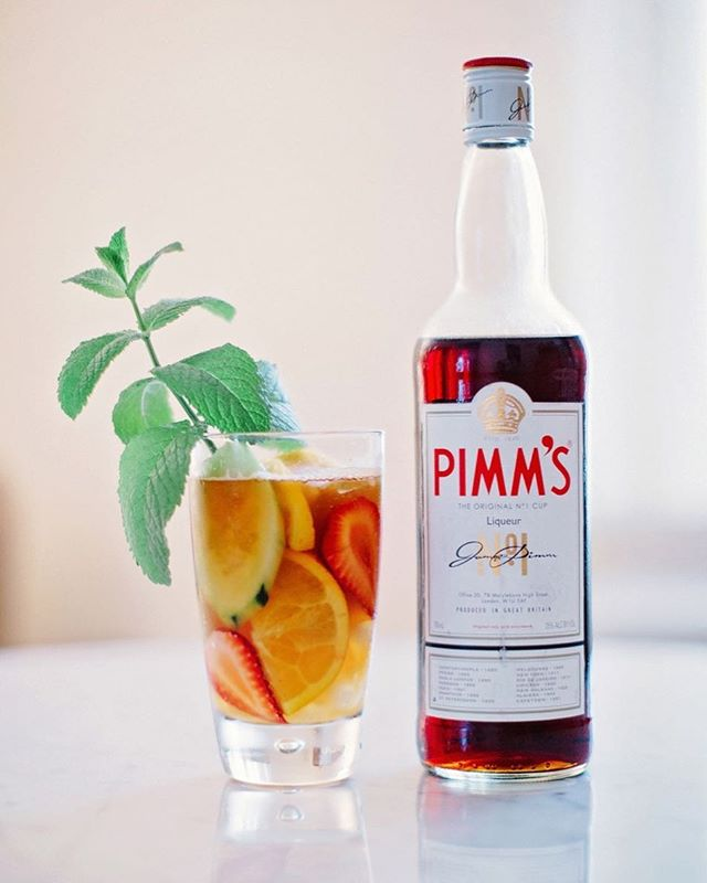 Just pretending it's still Saturday & I'm watching the #royalwedding with this beautiful #pimmscup in hand 🇬🇧✨