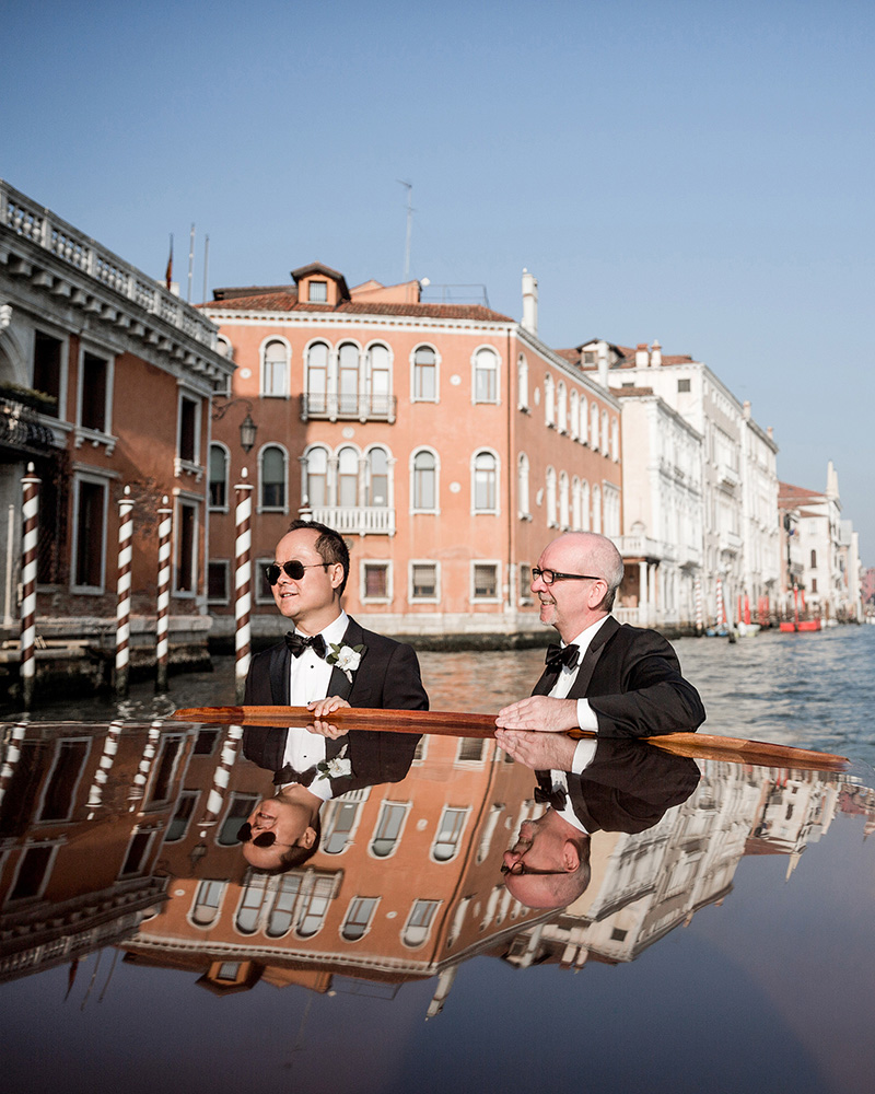 elle-raymond-venice-wedding-boat-131-6510427-0718_800.jpg