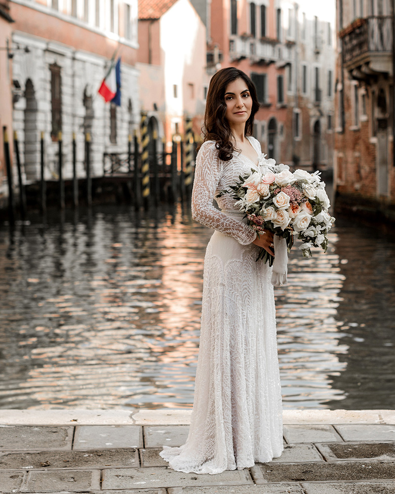 elle-raymond-venice-wedding-bouquet-16-6510427-0718_800.jpg