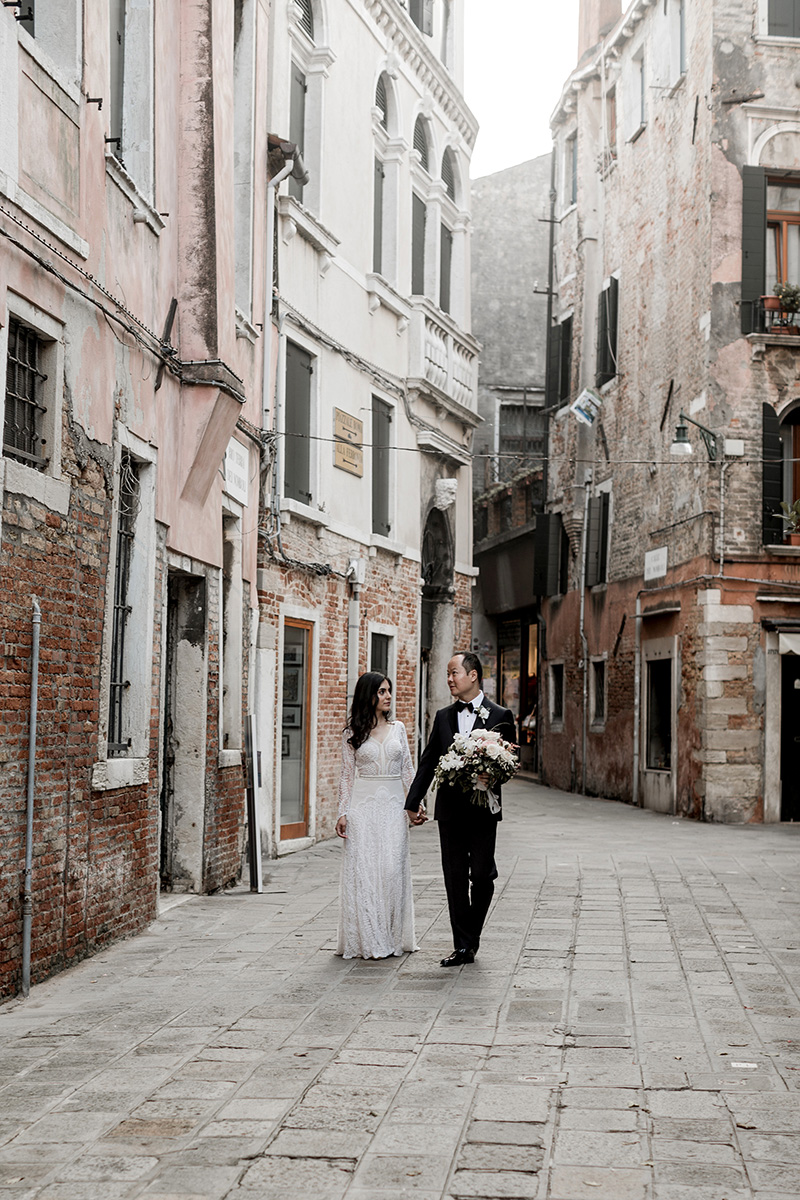 elle-raymond-venice-wedding-couple-488-6510427-0718_800.jpg