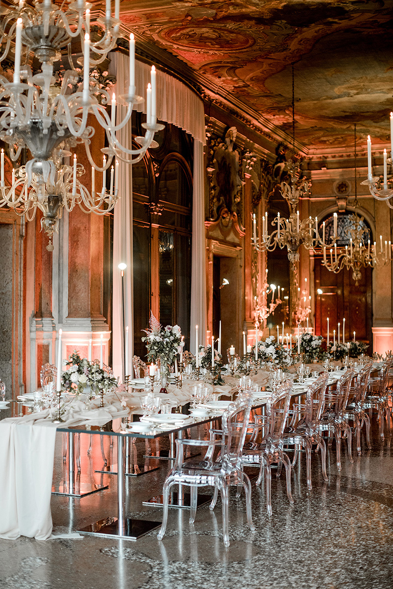 elle-raymond-venice-wedding-table-585-6510427-0718_800.jpg