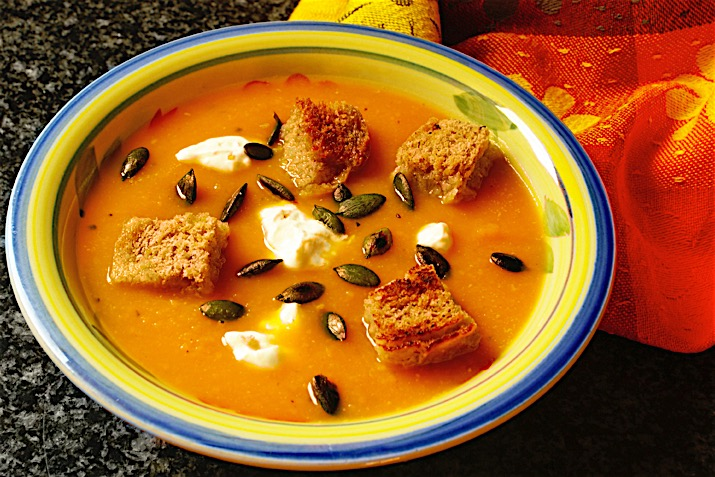 Creamy_Caramelized_Onion_Squash_Soup_with_Croutons_0.jpg