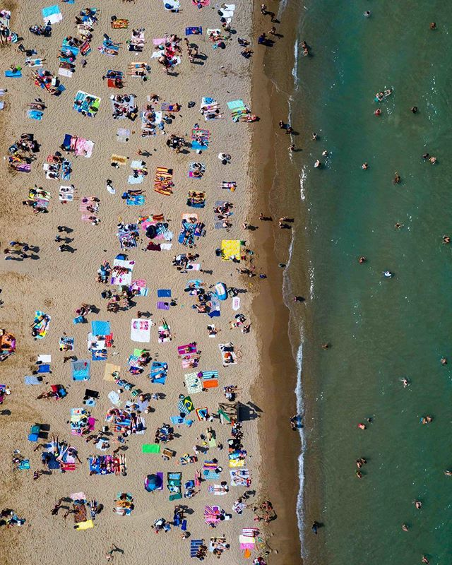 Chitown beach vibes. . . . #majordeparture #chicago #northavebeach #dji #mavicpro2 #mavicpro #djimavic #aerialphotography #drone #dronephotography #dronepointofview #dronestagram #dailyoverview #aerial #droneoftheday #aviewfromabove #rldrones #fromwhereidrone #djiglobal