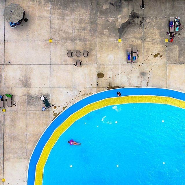 Babe and babe 🏊🏻♀️ 👶🏻. What a difference a year makes... . . . #minimajor💕 #littlelove #washingtonparkpool #chicgo #southsidechicago #majordeparture #dji #mavicpro2 #aerialphotography #dronephotography #dronepointofview #dailyoverview #aerial #droneoftheday #aviewfromabove #rldrones #fromwhereidrone #djiglobal
