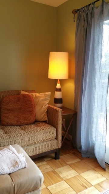 Sourced vintage mid-century side table and ceramic table lamp on Craigslist.