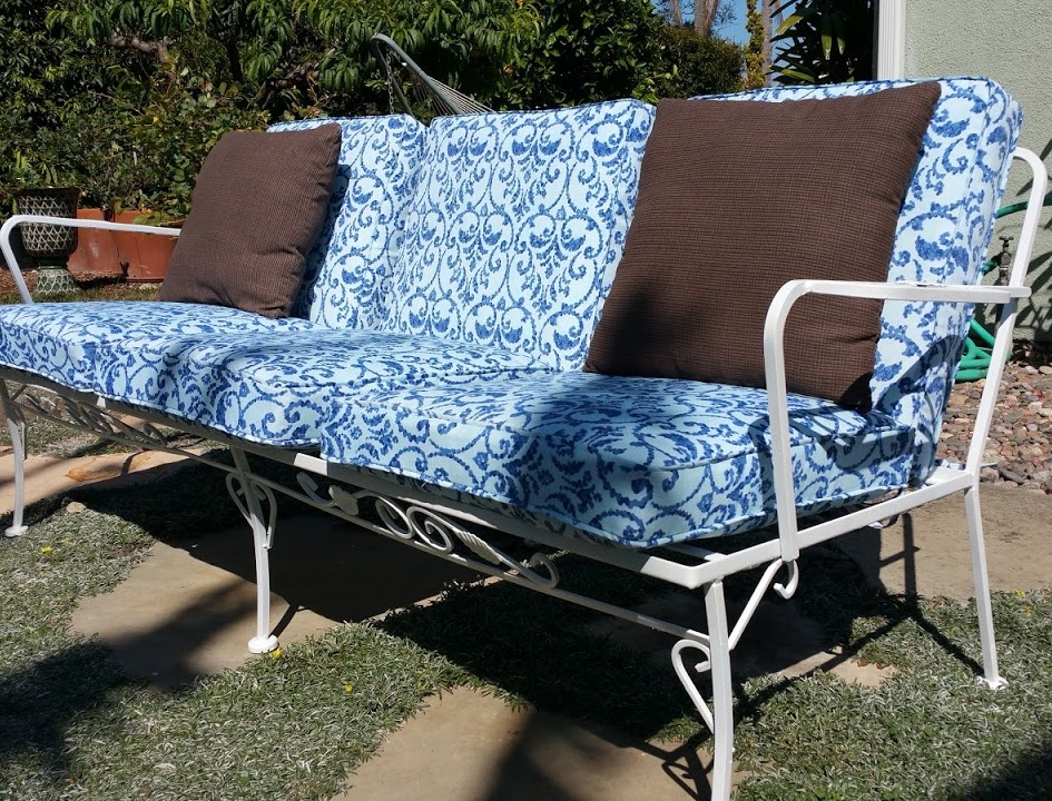 After sandblasting and repainting. Vintage, circa 1950's, wrought iron couch.