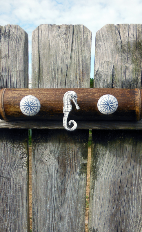 Seahorse wall hook.png