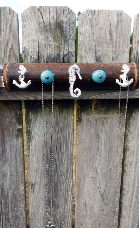 Seahorse wall hook turquoise.png