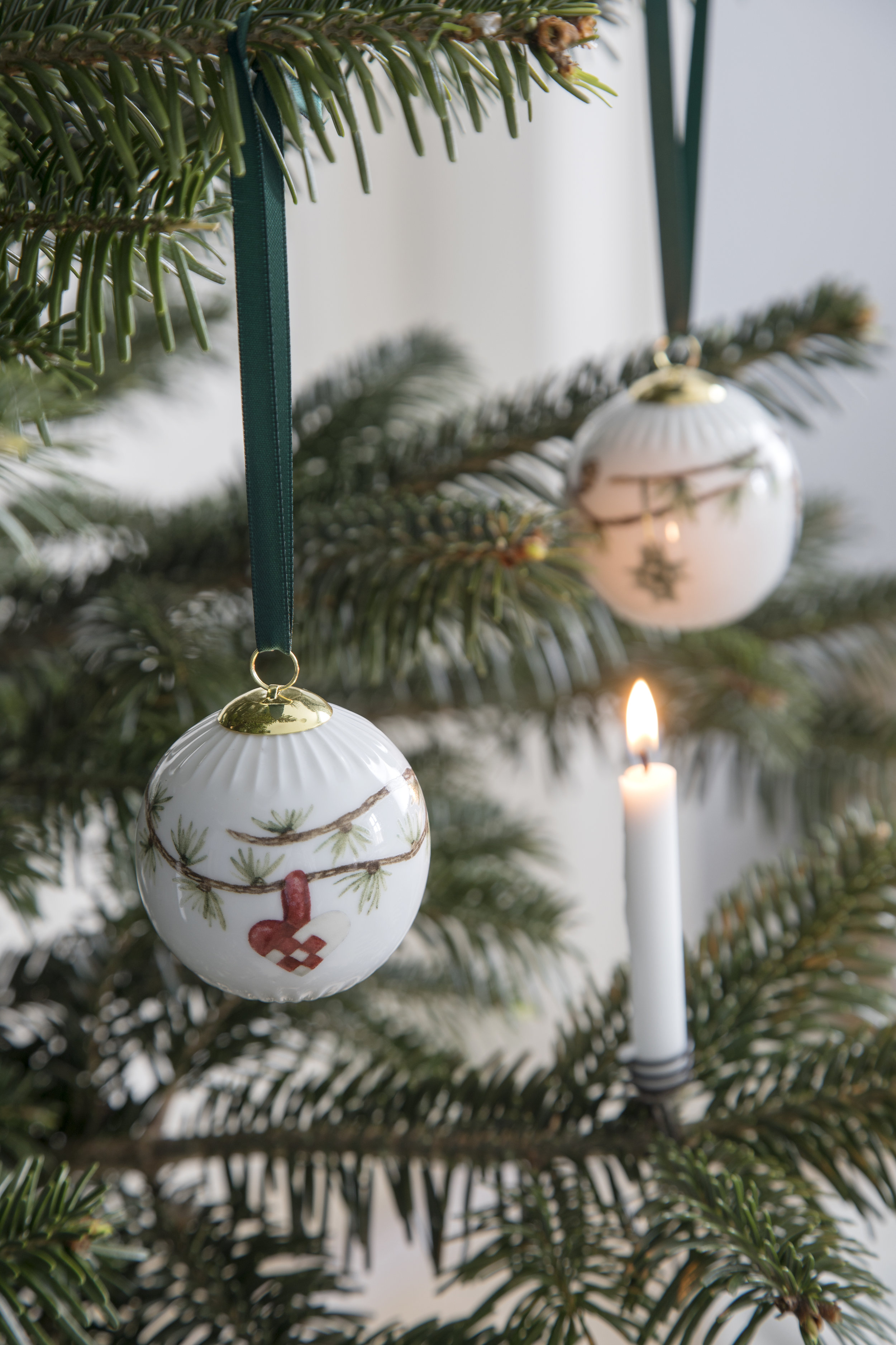 The decoration of the Christmas ornament will change every year.