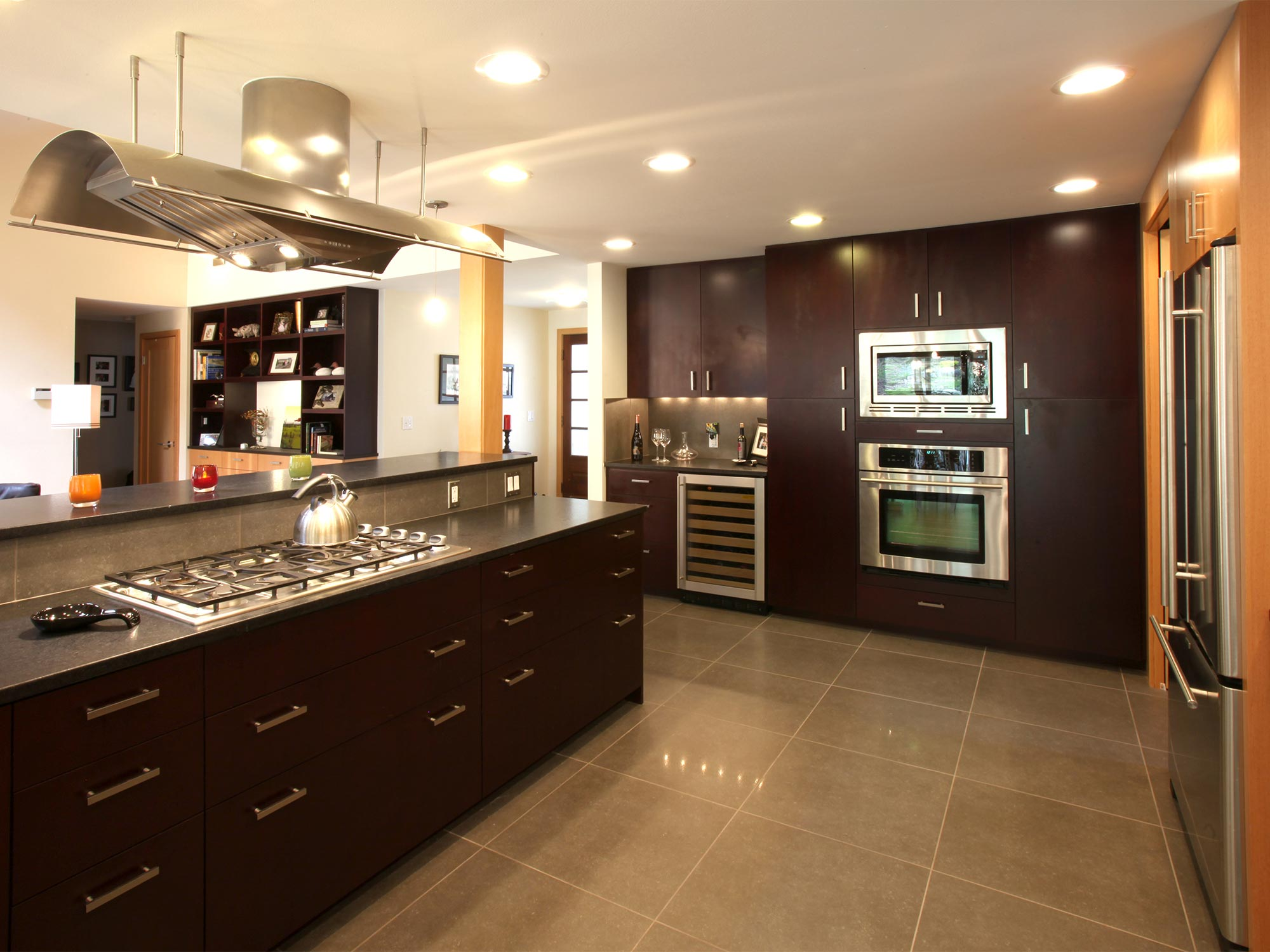 This kitchen, dining and living room renovation opened up a series of traditionally segmented rooms to create a free flowing living space with a strong connection to its site.