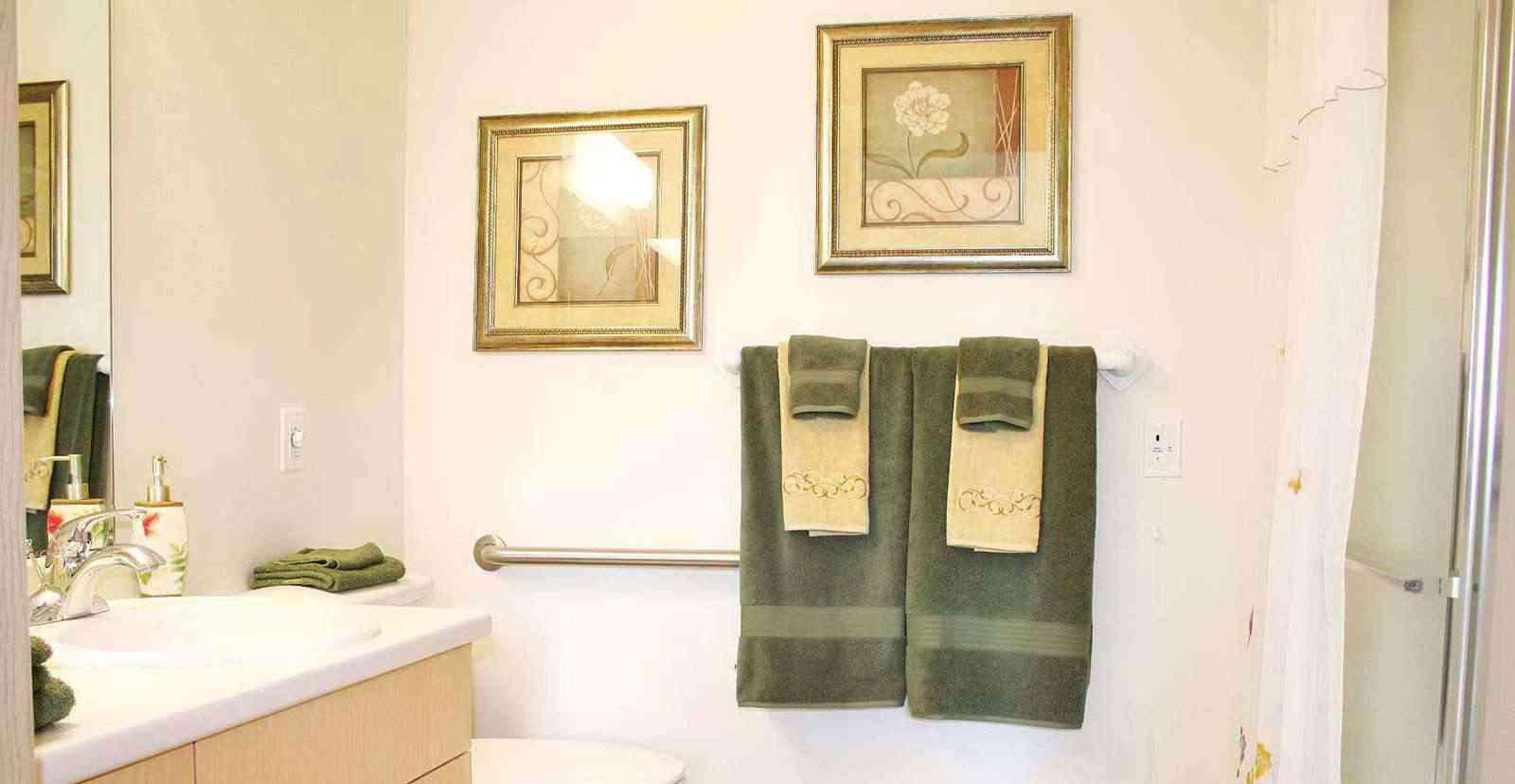 solstice-clovis-bathroom90be.jpg