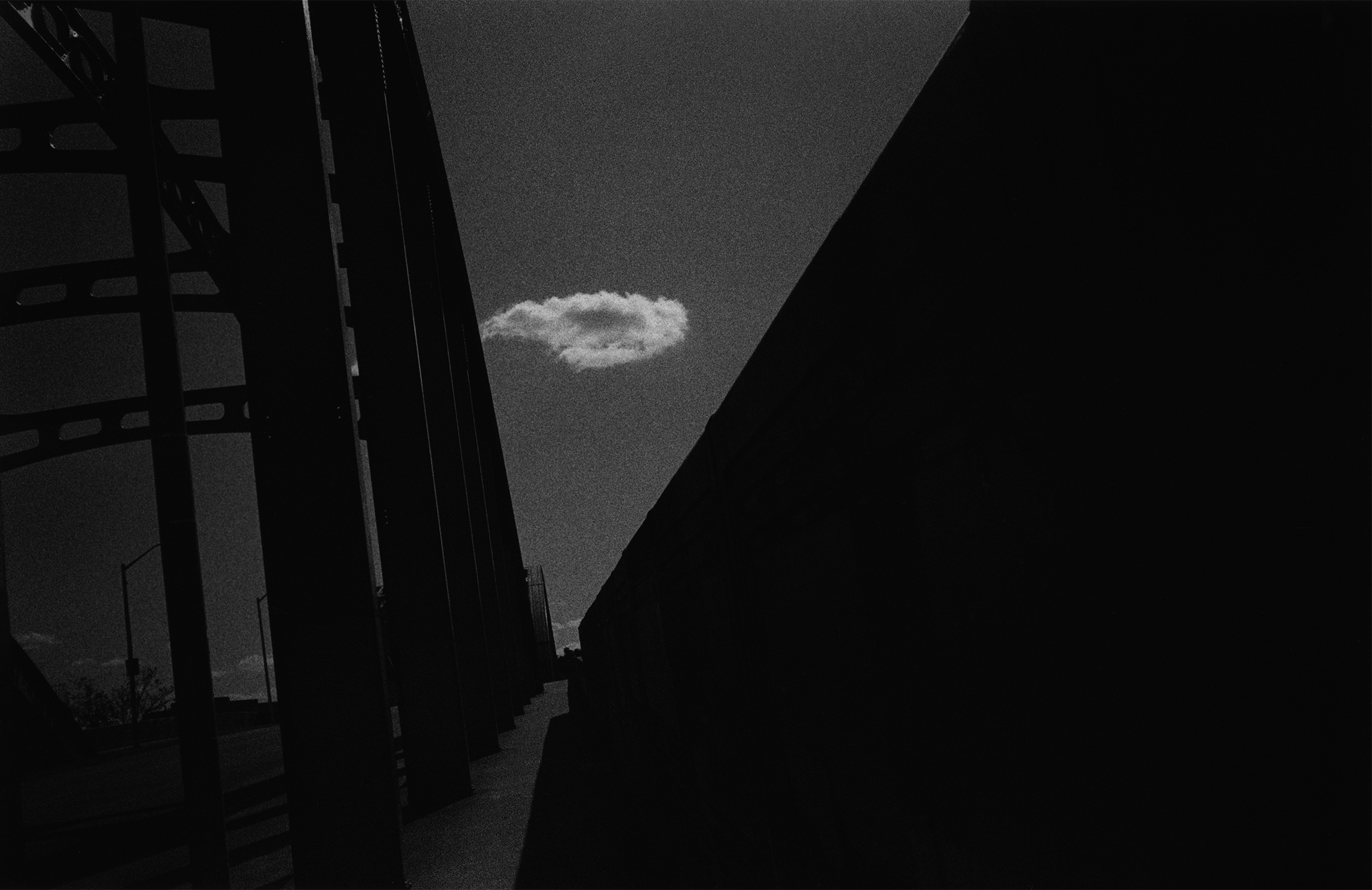 橋上的雲-高反差.jpg