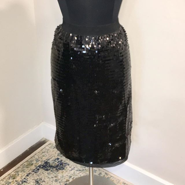 "NOW AVAILABLE: Who What Wear Black Sequin Skirt, Size 1X. $25. Brand new with tags, Sequin skirt with elastic waist, back slit, sequins all over! Great for holiday events, date night, or even part of a casual look! Waistband is elastic, lined, skirt fabric has no stretch. Don't miss this skirt!  TO PURCHASE: Reply ""YES!"" below or click the #Poshmark link in bio. . . . #tevshop #sequinskirt #Sequins #holidayfashion #fashionista #sequinfashion #pencilskirt #midiskirt #sequin #whowhatwear #formaldress #formalskirt #semiformal #datenightoutfit #plussize #plussizefashion #cocktaildress #plussizemodel #whowhatwearxtarget #poshmarkseller #poshmarkcloset"