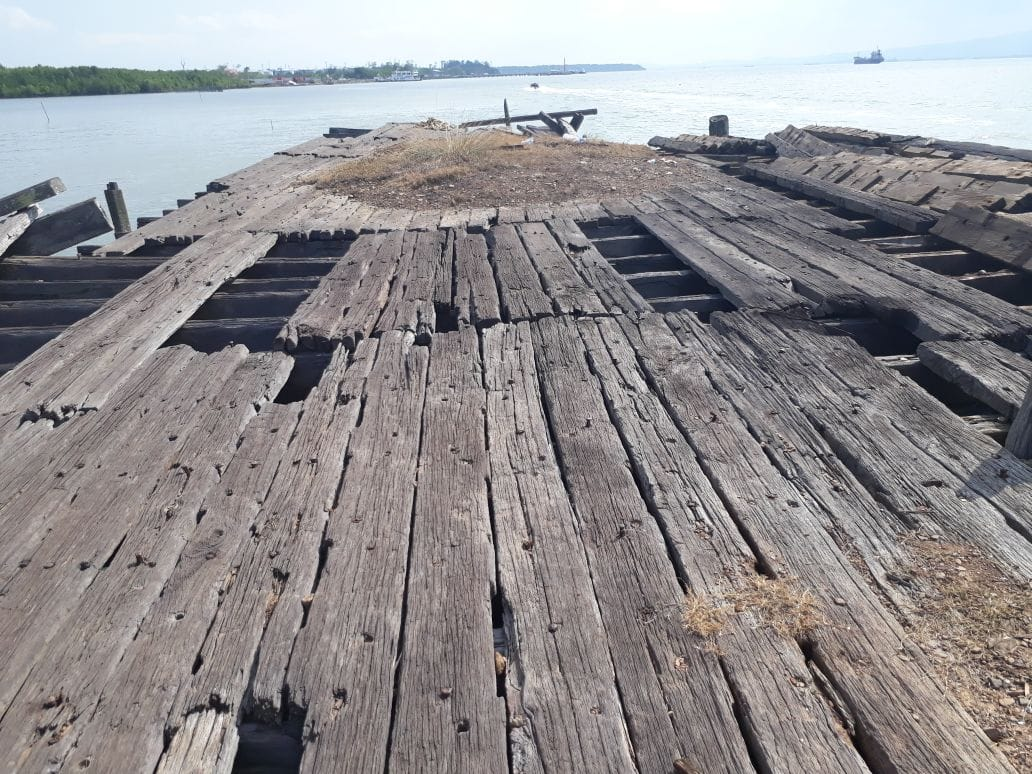 Hardwood harbor ready to be dismantled and given a new life!