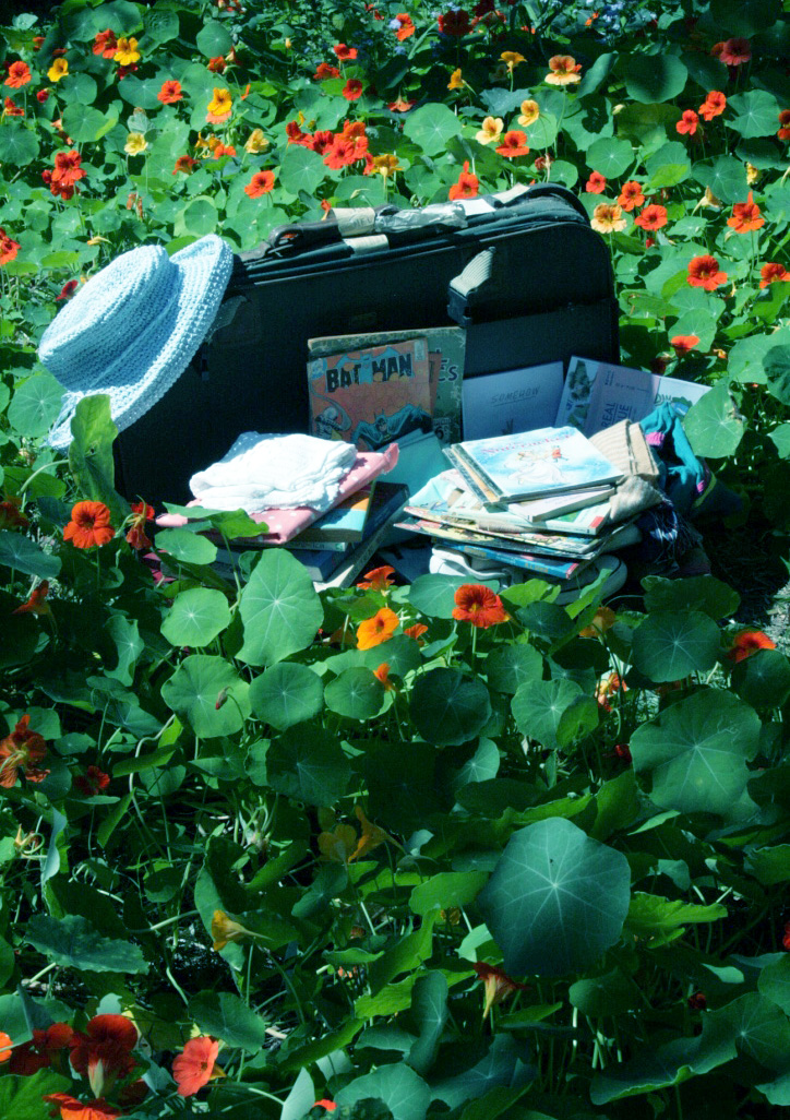 SUITCASE RUMMAGE   Admin, social media management, photography and design content, as well as market coordination.