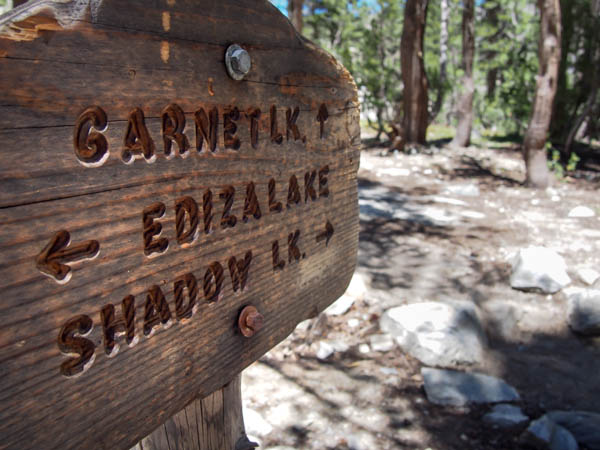 Turning on the trail towards Ediza Lake
