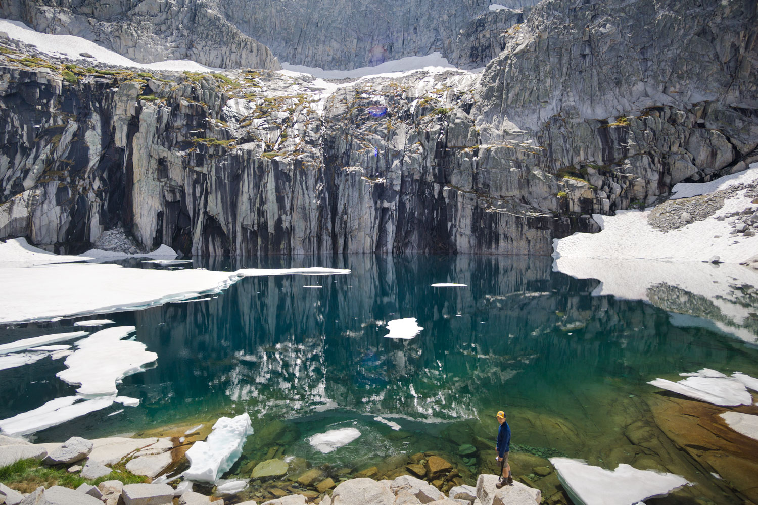 The jaw-dropping and entrancing Precipice Lake