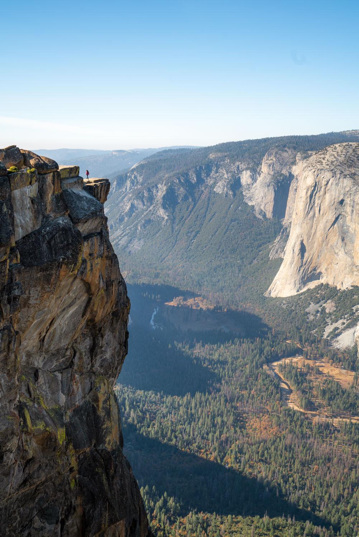 taft-point-cliff-dropoff-yosemite.jpg