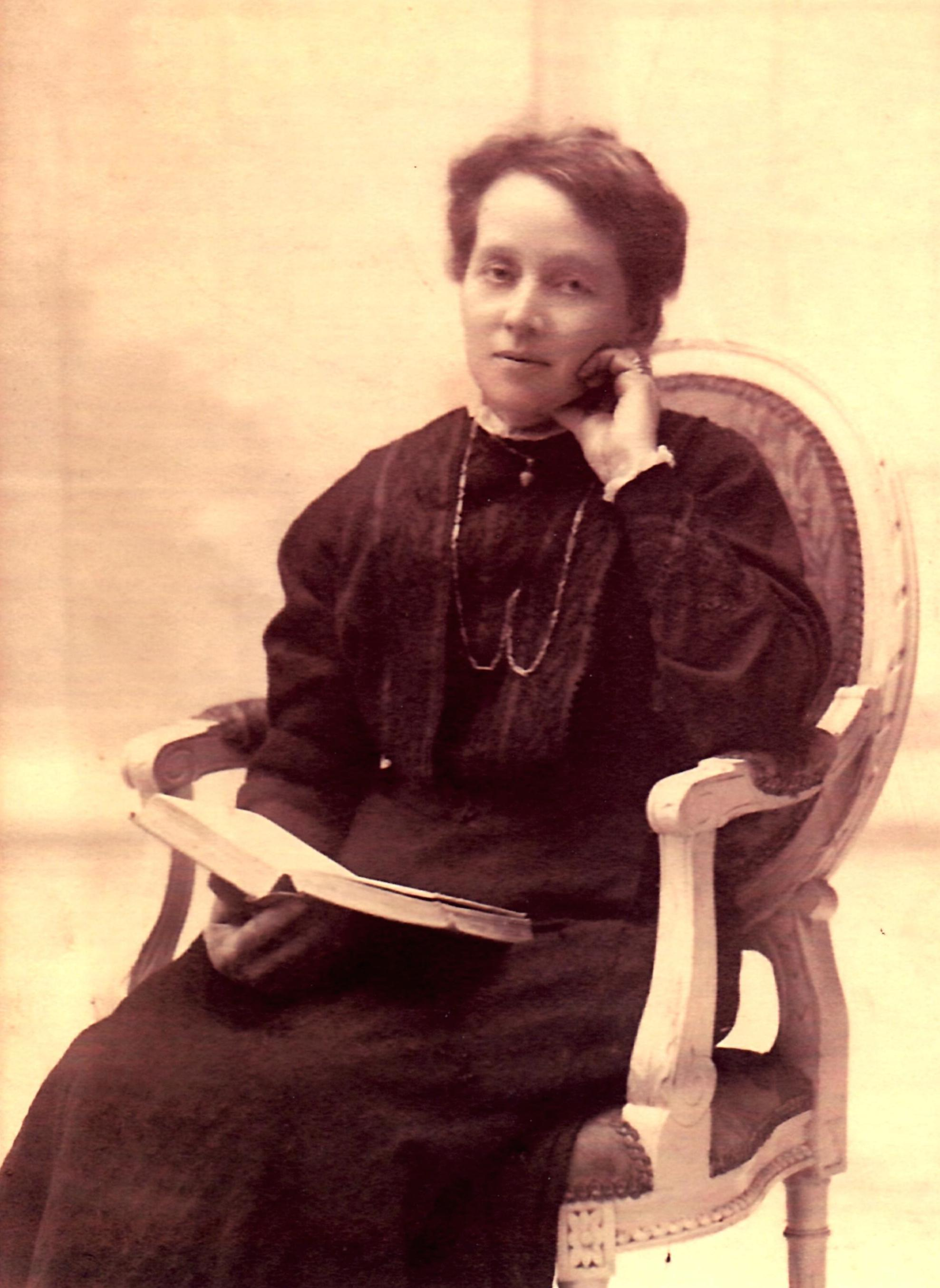 My great great grandma Emma in a late Victorian studio portrait, showing her great taste in jewellery. Definitive proof that traits, talents and obsessions must be genetic!