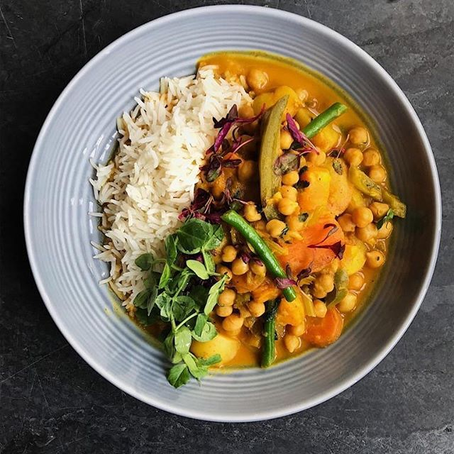 This is a vegan curry. It's really tasty. You can eat it on its own or we can whap a steak on top. Then it's not vegan. Just to be clear. #reluctantvegan #whatnoleavingpictures #cambridgepub #blablabla