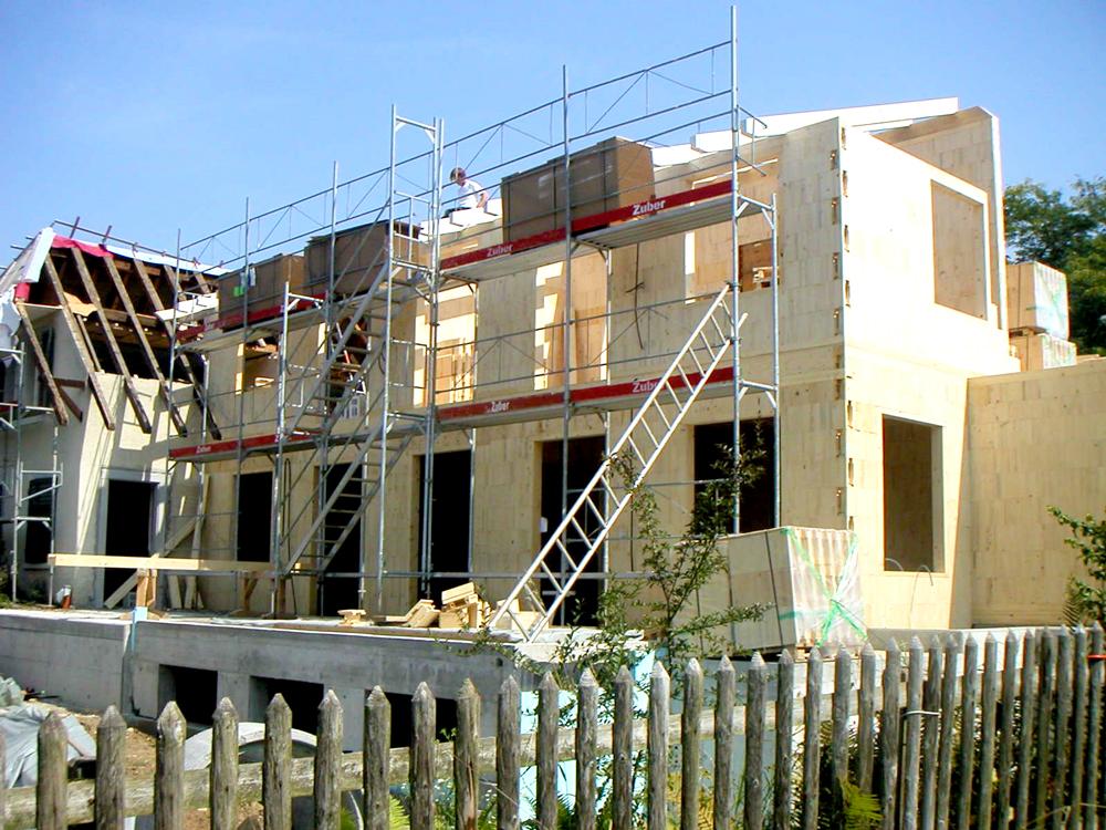 Anbau: Aufrichten des Dachs