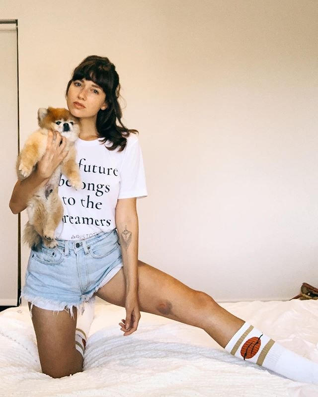 Casual Christina with Pomeranian and large bruise. Alternative caption: When a New Yorker moves to a LA and suddenly has to navigate a house with many stairs 💥