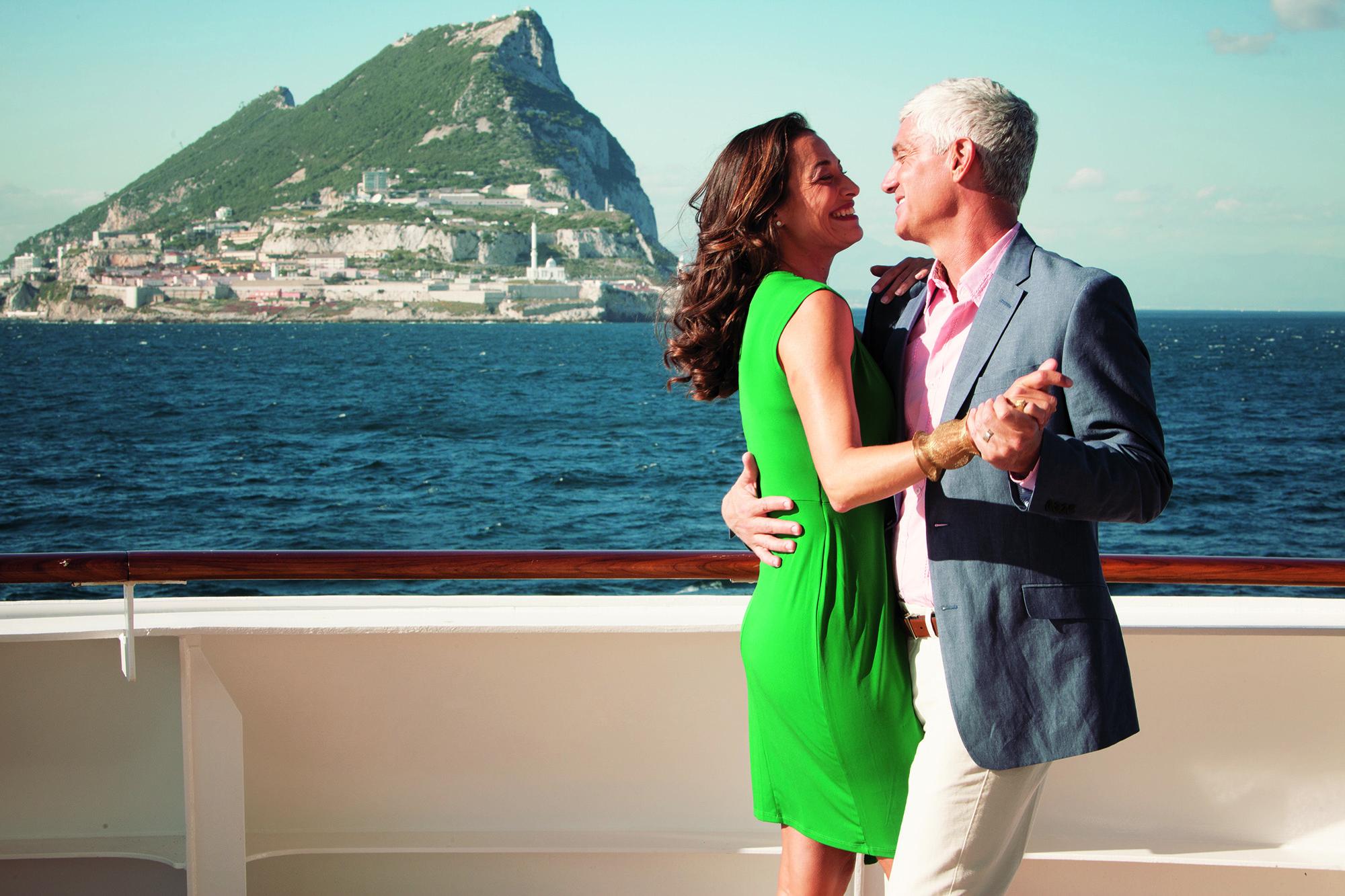 cc_lifestyle_deck-couplesmiling4 (1).jpg