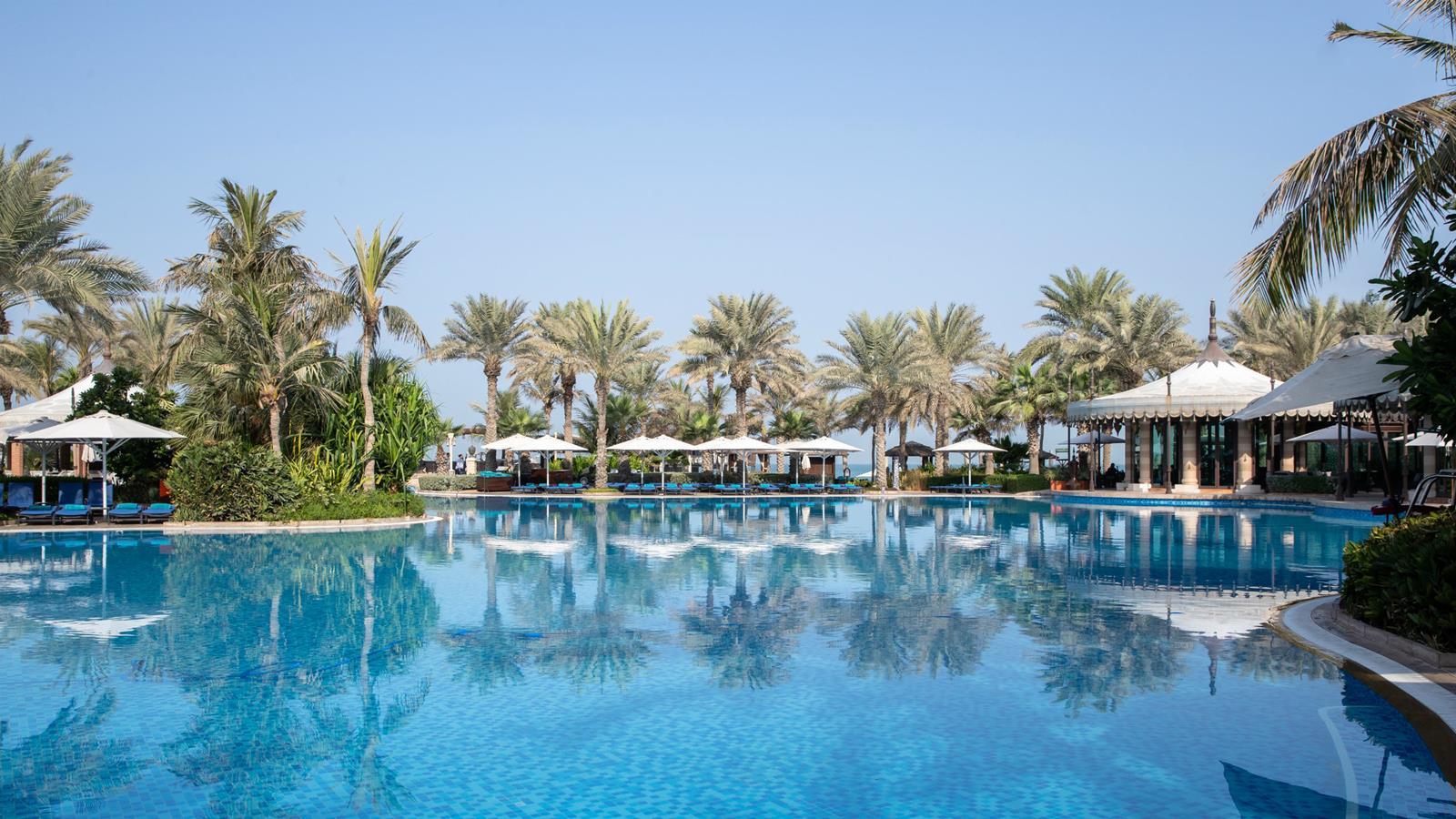 jumeirah-al-qasr-main-pool-hero-gallery.jpg