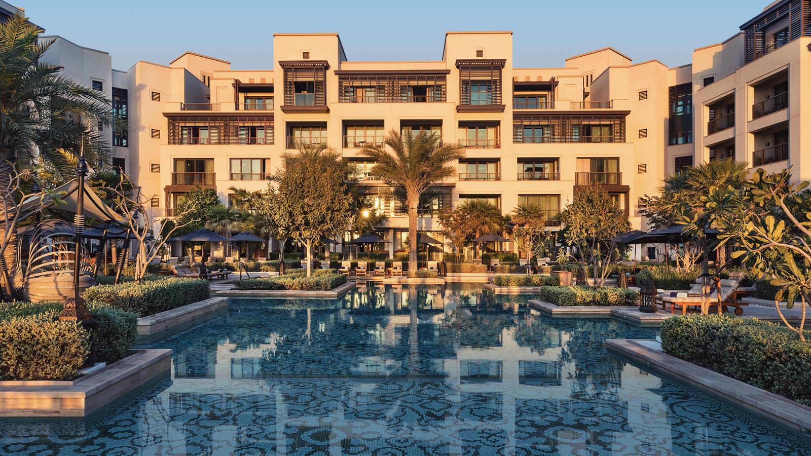 jumeirah-al-naseem-adults-pool-gallery-hero-1.jpg